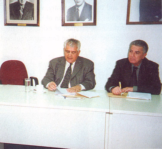 Tourism Research Institute Chairman Vassilis Minaides with the institute's Professor Panagiotis Pavlopoulos. The institute released two studies last month, one on tourism 2002 and one on winter tourism possibilities.