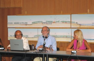 "Italian architect Renzo Piano (center) presented the final architectural plans for the development of the Faliro Delta to the Greek media last month. The project's budget was said to be some 200 million euros covered by the Greek Environment, Energy and Climate Change Ministry's program ""Athens-Attica 2014."" The Stavros Niarchos Foundation funded the master plan of the park with four million euros."