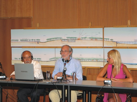"""Italian architect Renzo Piano (center) presented the final architectural plans for the development of the Faliro Delta to the Greek media last month. The project's budget was said to be some 200 million euros covered by the Greek Environment, Energy and Climate Change Ministry's program """"Athens-Attica 2014."""" The Stavros Niarchos Foundation funded the master plan of the park with four million euros."""