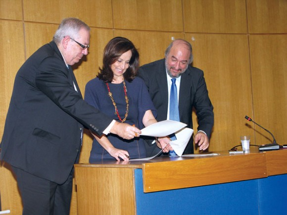 HATTA's President Yiorgos Telonis, Education, Lifelong Learning and Religious Affairs Minister Anna Diamantopoulou and Deputy Culture and Tourism Minister George Nikitiadis sign a memorandum-cooperation agreement during a press conference at the Education Ministry. The three sides will cooperate to motivate Greek students to organize school trips in their country and also promote Greece as a student destination to schools abroad.