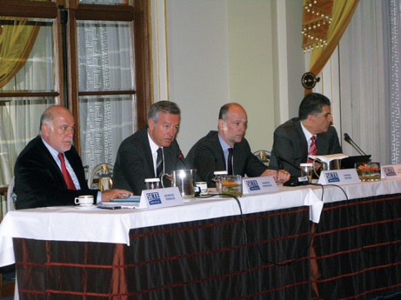 SETE's President Andreas Andreadis (second from left) informed the foreign press that the association's action plan for Greek tourism includes the establishment of a marketing company based on public and private sector cooperation. Culture and Tourism Minister Pavlos Yeroulanos said recently that once legal details have been processed, the company's establishment would be included in a bill of the Development Ministry.
