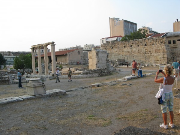 The Panhellenic Union of Antiquities Guard Employees refused to apply the temporary summertime schedule announced by the Culture and Tourism Ministry.