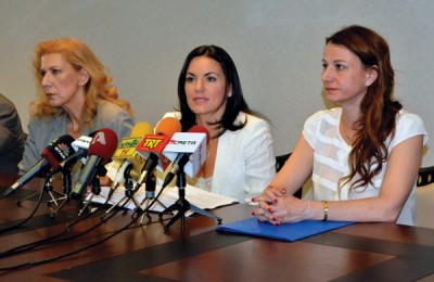 New Tourism Minister Olga Kefalogianni (center) addresses the media during a handover ceremony in late June. She took the helm of the new tourism ministry from caretaker culture and tourism minister Tatiana Karapanagioti (right).
