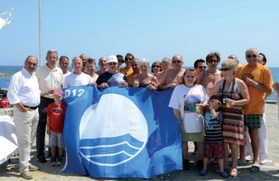 Nana Beach employees and guests stand proudly next to Drapanos Beach's 2012 Blue Flag.