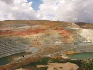 The mining history of Milos began 10.000 years ago and continues until today. The bentonite mine located in Aggeri (pictured) is one of the most impressive and biggest mines in Europe, known for its fabulous colorings. Operations in Aggeria began in 1985 and the average annual bentonite extraction is one million tonnes.