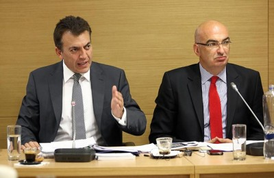 Labor Minister Ioannis Vroutsis and Hellenic Chamber of Hotels President Yiorgos Tsakiris.