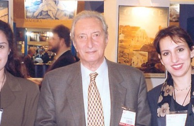 Yiannis Stefanides, president of the Hellenic Tourism Organization (EOT) with Kousathana Kalliopi of Hotel Argo in Mykonos and Elena Panagiotou of Divani Caravel Hotel of Athens, during Madrid's tourism fair, Fitur 2000.