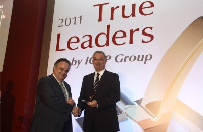 The deputy general manager of Autohellas-Hertz, Dimitris Maggioros, accepting the True Leader award on behalf of the company.