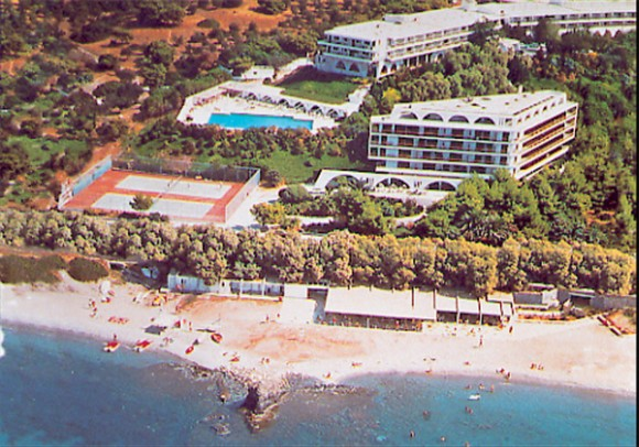 Eden beach hotel club at Anavyssos, with 65,000 square meters of choice property, again this year adhered to all 27 criteria for the precious European Blue Flag.