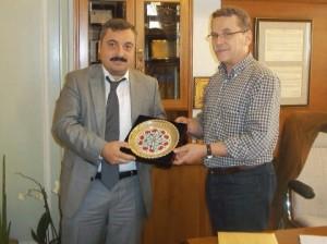 Director of Turkish Airlines in Thessaloniki Utku Yazan and Kozani Mayor Lazaros Maloutas.