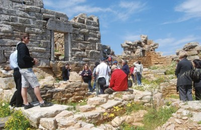 During Yperia 2011, guests visited sites of Amorgos that included the Panagia Hozoviotissa Monastery, Chora and the UNESCO nominated stone walls of Asfodilitis.