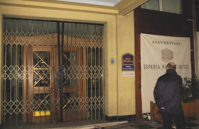 The four-star Esperia hotel now stands locked on Stadiou Street, central Athens. Before the closure of Classical Acropol and Fashion House 2, Esperia and Kanigos 21 (Halkokondili street) were shut due to high rent and the impact of the economic crisis