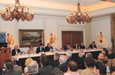 "During the Hellenic Association of Travel and Tourist Agencies' annual general assembly last month the president of the outgoing Board of Directors, Yiorgos Telonis, said that extended opening hours of Greece's archaeological sites are necessary, as well as facilitation to tourists that want to enter Greece. ""If tourists from countries outside the Schengen area can not travel to Greece, why should we bother to make more efforts?"" he wondered."