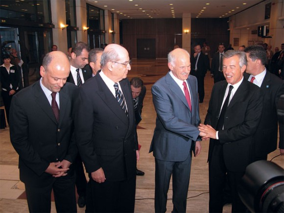SETE's former president, Nikos Angelopoulos (left), looks on as Prime Minister George Papandreou congratulates the association's new president, Andreas Andreadis (right).