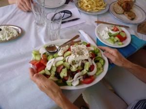 Greek salad (www.traveljournals.net)