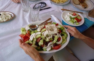Greek salad (www.traveljournals.net)