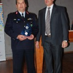 Brigadier General Konstantinos Papoutsis (left) receiving the award on behalf of the Chalkidiki Police Department by the cashier of the Chalikidiki Hotel Association, Christos Kougionis.