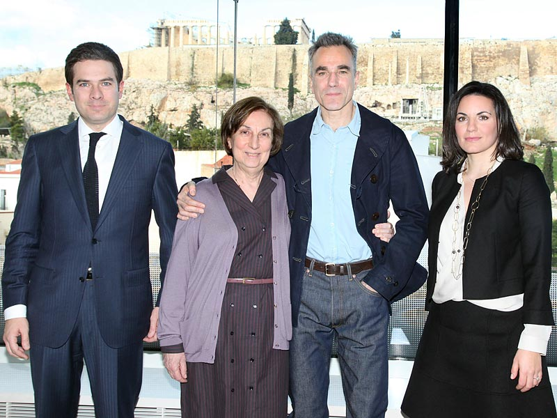 GNTO Vice President Christopher Kaparounakis, Hellenic Spastic Society President Daphne Economou, Oscar-winning British-Irish actor Daniel Day-Lewis and Tourism Minister Olga Kefalogianni, during the actor's visit to the New Acropolic Museum yesterday, Wednesday, 22 January, in Athens.