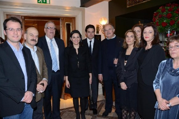 HATTA's president Yiorgos Telonis with Greek Tourism Minister Olga Kefalogianni and the members of the association's Board of Directors.