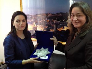 Pilgramige Tourism was among the issues discussed between Greek Tourism Minister Olga Kefalogianni and the Palestinian Minister for Tourism Rula Maayah, yesterday, 6 February, in Bethlehem.