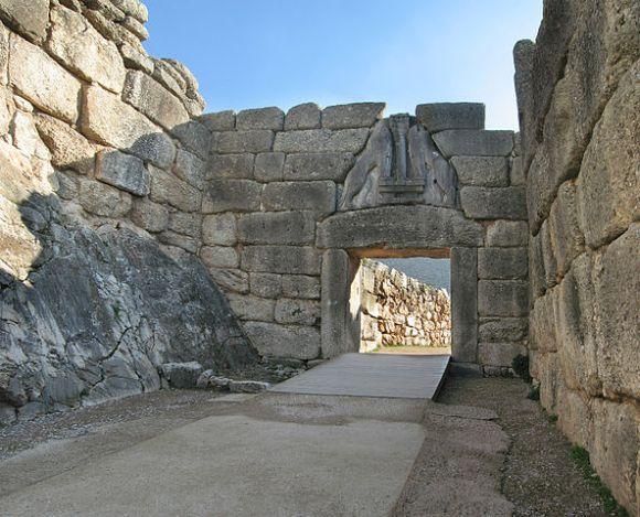 The Lion Gate at Mycenae. Photo: photo Trepte, www.photo-natur.de