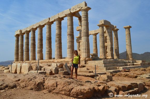 Italian travel blogger Valentina Venanzi at the Temple of Poseidon at Cape Sounio.