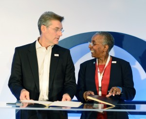 Signing ceremony of MoU on Airport Excellence (AOEX): Yiannis Paraschis, AIA's CEO and ACI World Chairman and Angela Gittens, ACI World Director General. Photo credit: Greek Travel Pages (GTP)