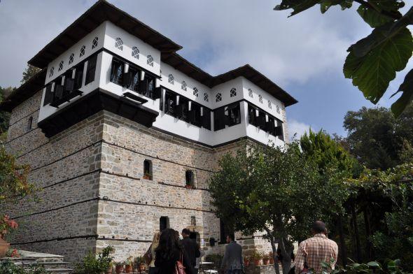 Traditional mansion in Vizitsa. Photo © GTP