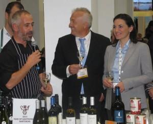 Greek Tourism Minister Olga Kefalogianni attended Santorini's cooking show.