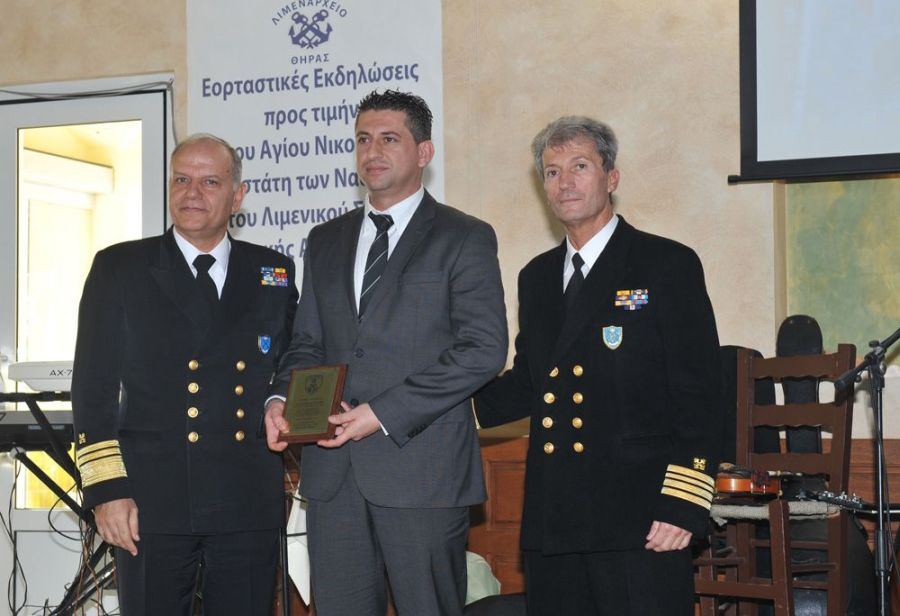"""The captain of the """"Prevelis"""" ship, Vaggelis Stouraitis, was honored by the Thera Port Authority, Santorini."""