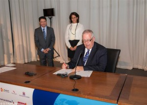 HATTA President Giorgos Telonis signing the Global Code of Ethics for Tourism.