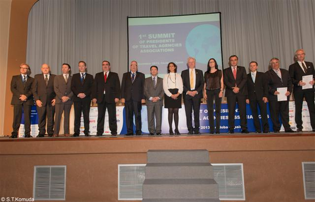 UNWTO Secretary-General Taleb Rifai and the presidents of the associations of travel agencies from around the world that signed the UNWTO's Global Code of Ethics for Tourism (GCET).