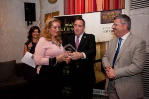 MidEast's owner, Katerina Mousbeh, receiving the Etihad Airways award.