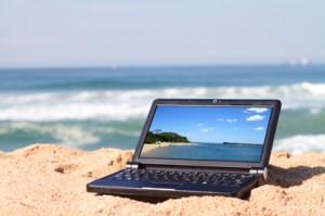 laptop_on_beach
