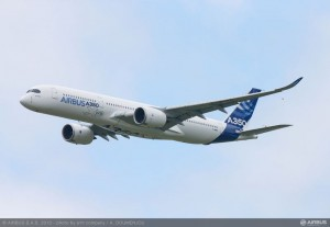 A350_XWB_Fly_over_-1