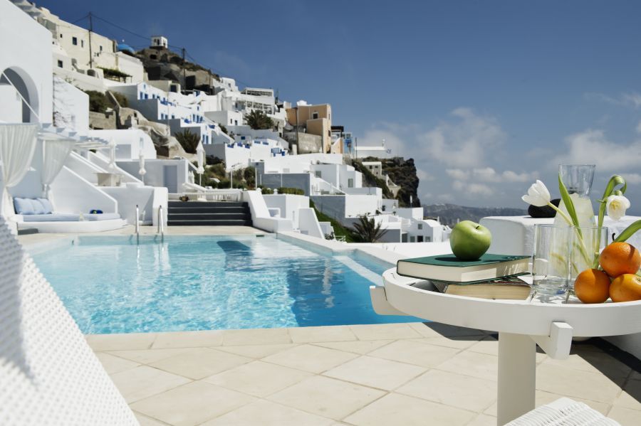Santorini 39 s astra suites ranked among best hotels in the for Special hotels in the world