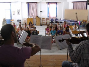 Antiparos 2012 - Workshop by the Athens State Orchestra. Photo: http://agoni.gr
