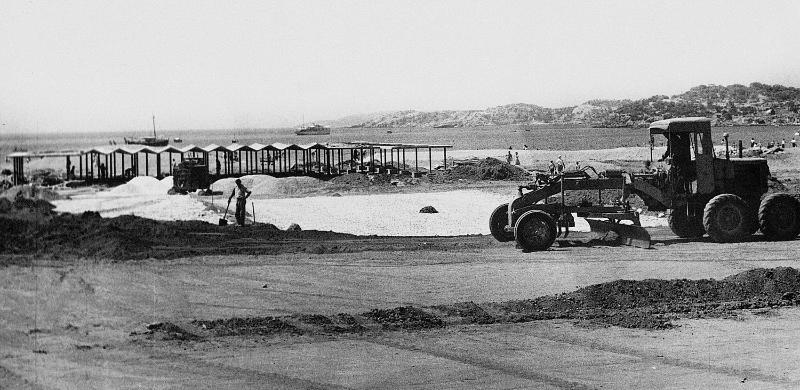 1962 Megali Akti Beach, Vouliagmeni, Attica | P. Vassiliadis, E.Vourekas, P. Sakellarios Source: Κ. Megalokonomou Archive / www.tourismlandscapes.gr