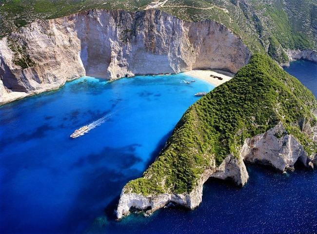 Shipwreck Beach on Zakynthos. Photo © Facebook - Greek Islands