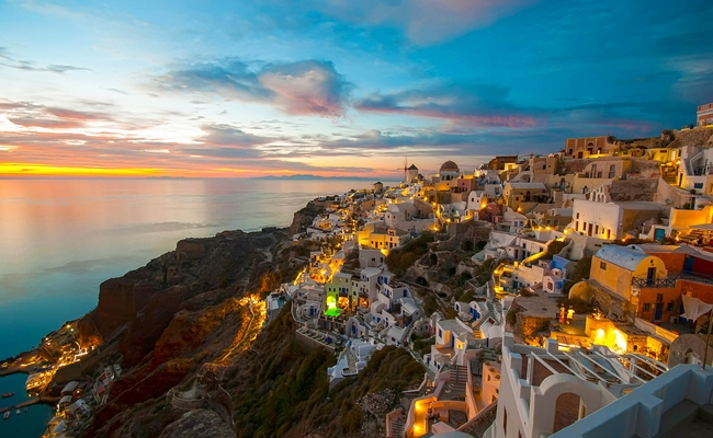 Oia, Santorini. Photo © Little_Desire / Shutterstock