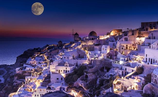 Santorini. Photo © Anastasios71 / Shutterstock