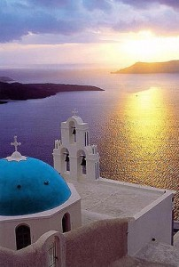 Fira, Santorini. Photo © Manolis Tsantakis