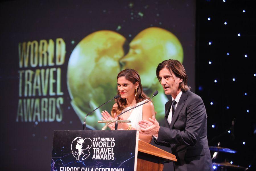 Greek presenters Thodoris Koutsogiannopoulos and Mary Sinatsaki.