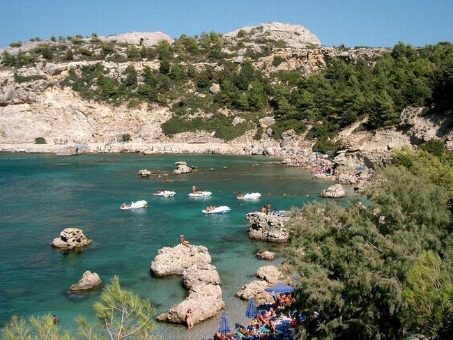 Anthony Quinn beach, Rhodes. Photo © Facebook - ΟΙ ΟΜΟΡΦΙΕΣ ΤΗΣ ΕΛΛΑΔΑΣ ΜΑΣ