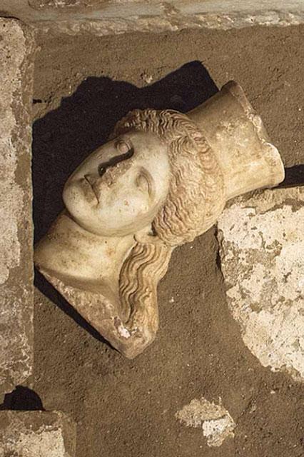 Amphipolis_Sphinx_l_15245