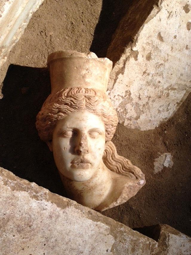 Amphipolis_Sphinx_l_15246