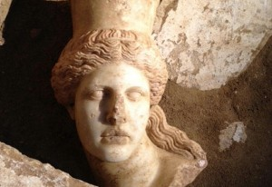 Amphipolis_Sphinx_l_15246_1