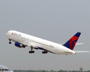 DELTA_767_takeoff