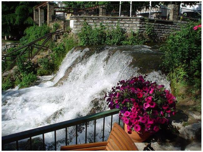 Edessa Waterfalls, Pella. Photo © Facebook - ΟΙ ΟΜΟΡΦΙΕΣ ΤΗΣ ΕΛΛΑΔΑΣ ΜΑΣ