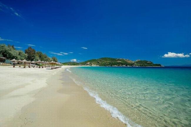 Ammouliani beach, Halkidiki. Photo © Facebook - ΟΙ ΟΜΟΡΦΙΕΣ ΤΗΣ ΕΛΛΑΔΑΣ ΜΑΣ